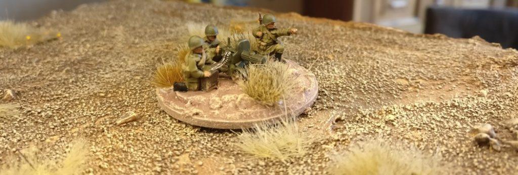 Für das 15mm-Maxim-MG-Team sind die Basen  eigentlich ein wenig groß. Andererseits wirken die drei Soldaten des MG-Teams nicht so gedrängt.