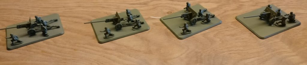 """So sahen die vier Paks des Bausatzes """"PSC 15mm WW2 Russian ZiS 2 Anti Tank Gun (WW2G15002)"""" aus, als ich sie bekam."""