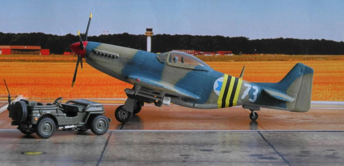 Der alte Airfix-Bausatz erhielt Bomben und britische Raketen aus der Restekiste, der Jeep ist selbst gekauft.