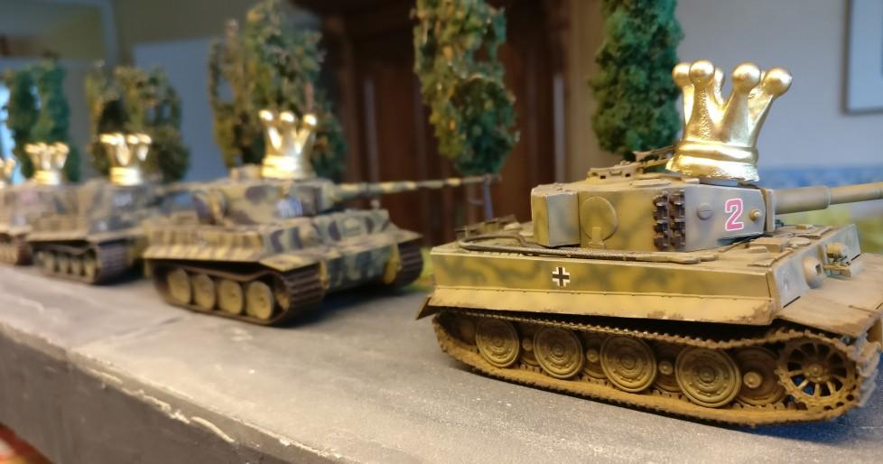 Zum ersten Mal auf der Rollbahn: die fünf frisch gebackenen Königstiger:. Mit dem Upgrade-Set für fünf Tiger I im Maßstab 1:72 ging die Metamorphose schnell von statten.