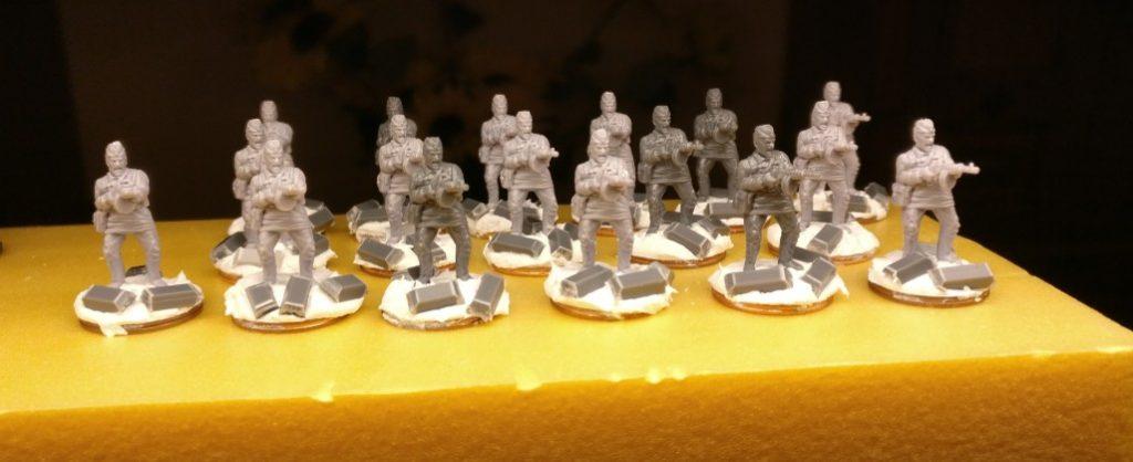 Die frisch gebasten 17 SMG-Schützen für die 10. NKWD Division.