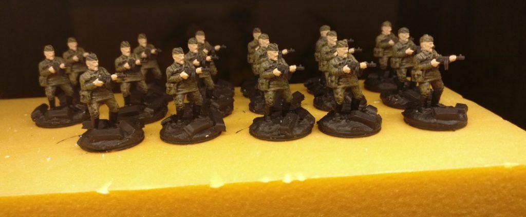 Die SMG-Schützen sind fertig bemalt. Die Base fehlt noch.