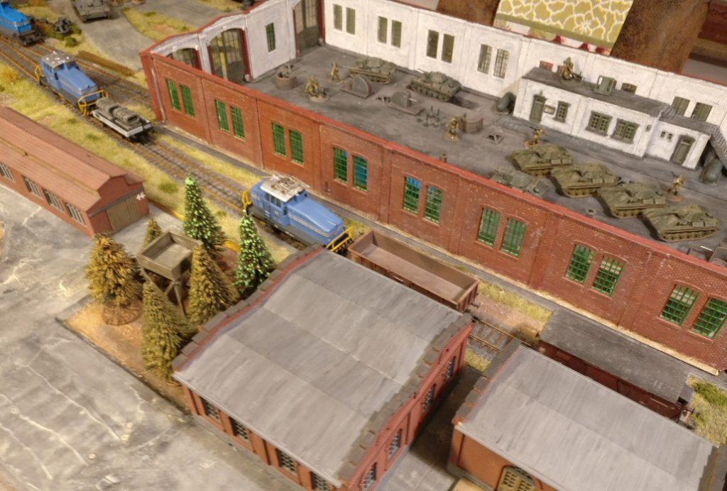 Einblick in die Fabrikhalle der Maschinenfabrik Roter Oktober. Die Ausstattung mit Werkzeugmaschinen, Halbzeugen und anderem Gerät ist ein Muss.