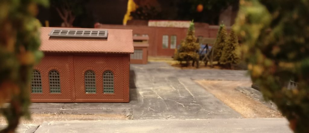 """Blick ins Zentrum des Industriekomplex """"Wladimir Iljitsch Lenin"""". Im Hintergrund die Fabrikhalle """"Roter Oktober""""."""