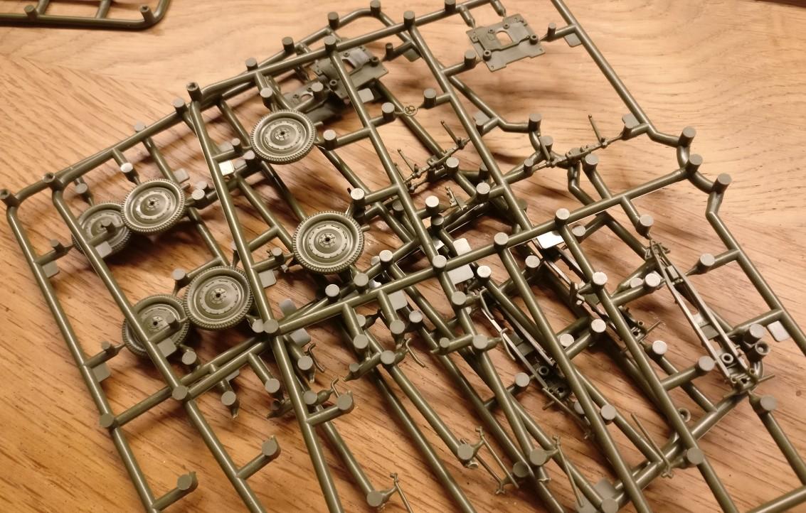 Hier bin ich der Zvezda 6145 Soviet 76mm Gun and Crew schon etwas zu Leibe gerückt. Ich will ehrlich sein: Die Wummenschrauberei geht derzeit noch nicht so wirklich an mich.