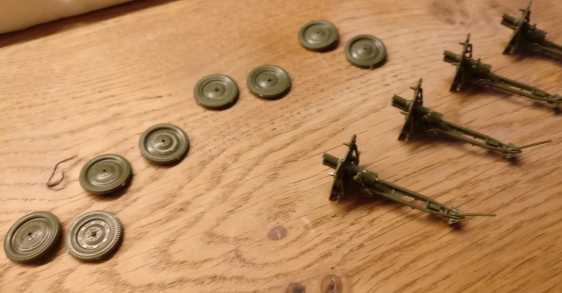 Einige Kleinteile der Zvezda 6145 Soviet 76mm Gun and Crew