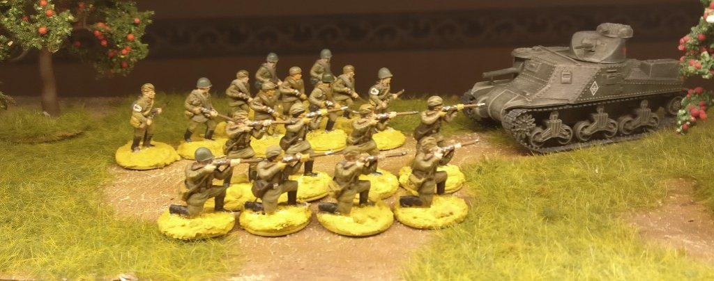 Hier die 18 Rekruten des 77. Schützenregiment mit grundierten Basen. Die Russen von Plastic Soldier Company (Summer Uniform) sind mir mittlerweile am liebsten. Sie sind gut zu verarbeiten und die Details sind plastisch so gut herausgearbeitet, dass man sie auch gut bemalen und schöne Resultate erzielen kann.