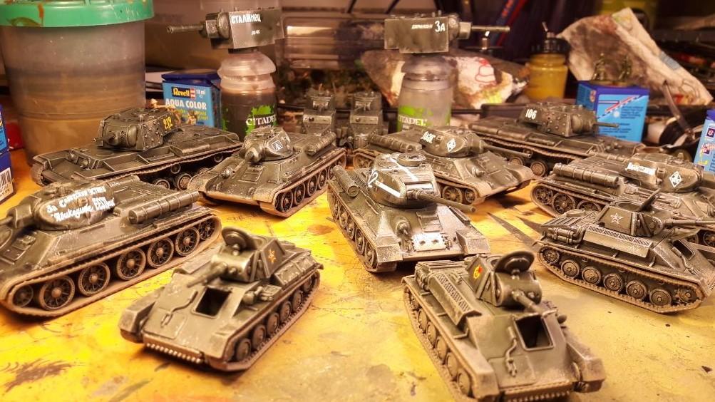 Dominics Rote Armee hat auch Zulauf erhalten. Jede Menge T-70, KV-I, T-34 & Co.