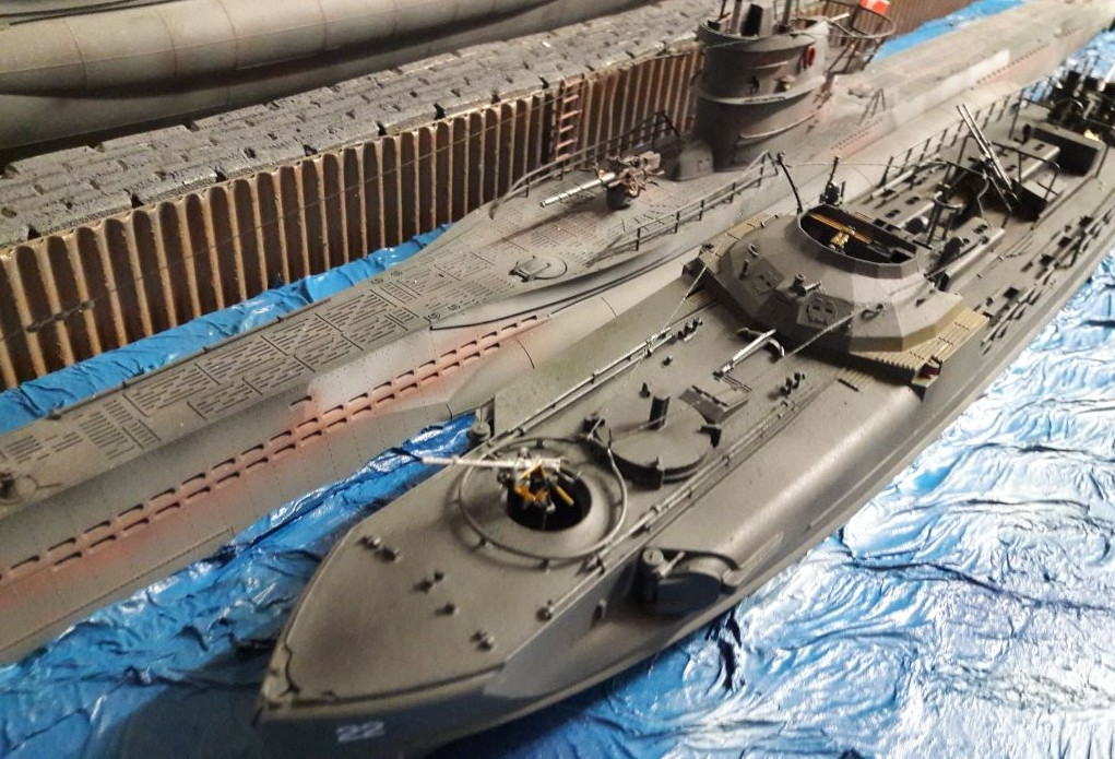 Unter dem Deck des  Revell 05002 Deutsches Schnellboot S100 wird noch fleißig gewerkelt. Die äußere Aufhübschung ist längst nicht alles, was das geschundene Schnellboot bracucht.
