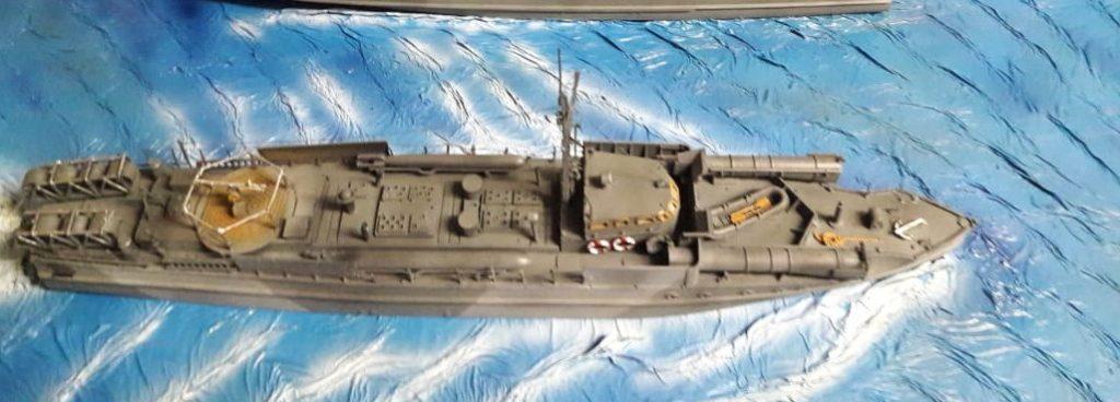 Das Revell 05084 British Vosper M.T.B. groß in Fahrt.
