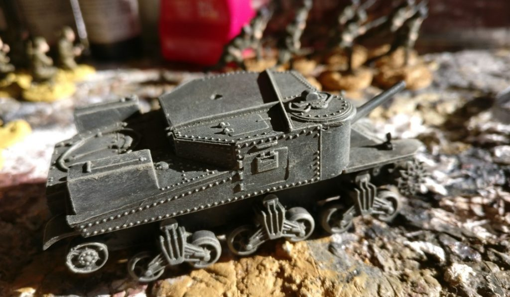 """Der grundierte Rumpf (Vallojo """"3B"""") nach dem Trockenbürsten. Airfix M3 Lee Medium Tank 1:76 (A01317 ) als Lend Lease Tank"""