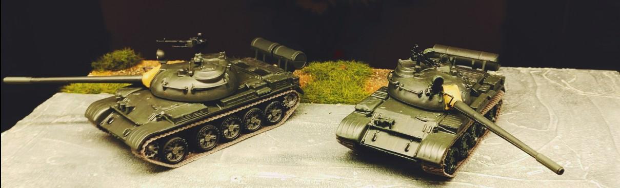 Auf der Straße, die beiden De Agostini T-55 A (Die Panzersammlung)