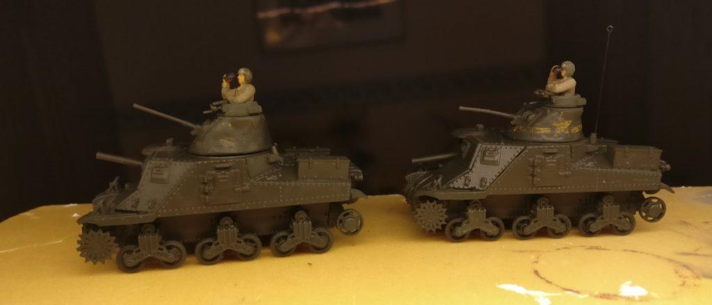 Erste Grundierung ist aufgetragen: Unimax Forces of Valor 95211 U.S. M3 Lee 1942 und Unimax Forces of Valor 85052 U.S. M3 Lee - Tunisia, 1942 im Einsatz beim 230. Unabhängigen Panzerregiment der Roten Armee bei Kursk.
