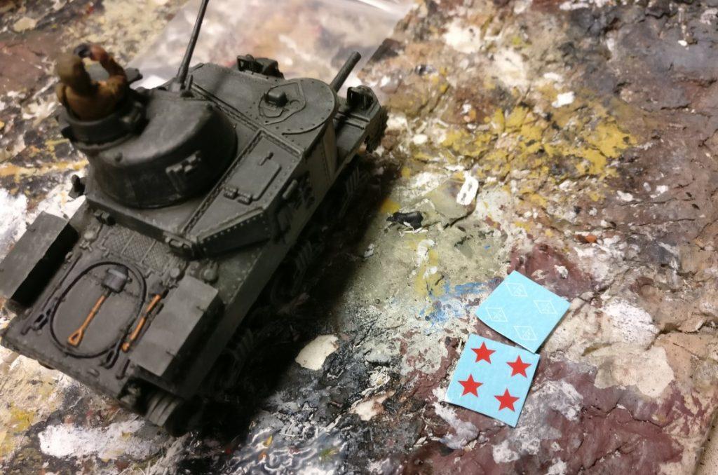 Die Decals von PSC / Plastic Soldier Company liegen bereit für den Unimax Forces of Valor 95211 U.S. M3 Lee 1942 und Unimax Forces of Valor 85052 U.S. M3 Lee - Tunisia, 1942 im Einsatz beim 230. Unabhängigen Panzerregiment der Roten Armee bei Kursk.
