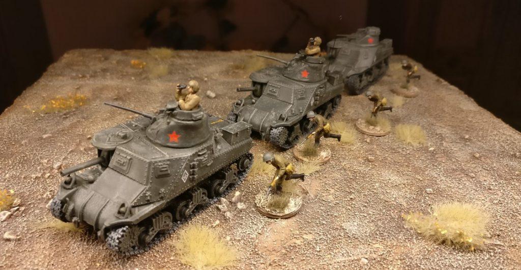 Unimax Forces of Valor 95211 U.S. M3 Lee 1942 und Unimax Forces of Valor 85052 U.S. M3 Lee - Tunisia, 1942 im Einsatz beim 230. Unabhängigen Panzerregiment der Roten Armee bei Kursk.