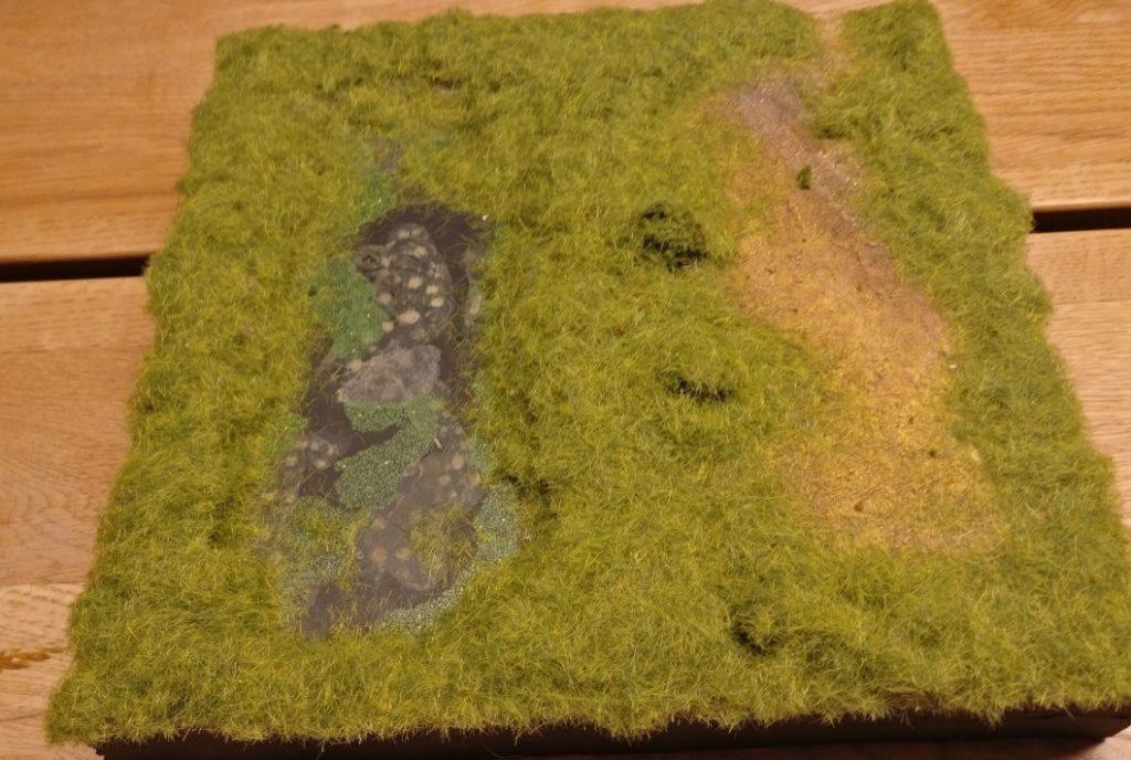 """Einige Stellen auf dem Landschaftssegment """"Versumpfter See"""" blieben offen. Der Rest wurde unter eine Grasdecke gepackt."""