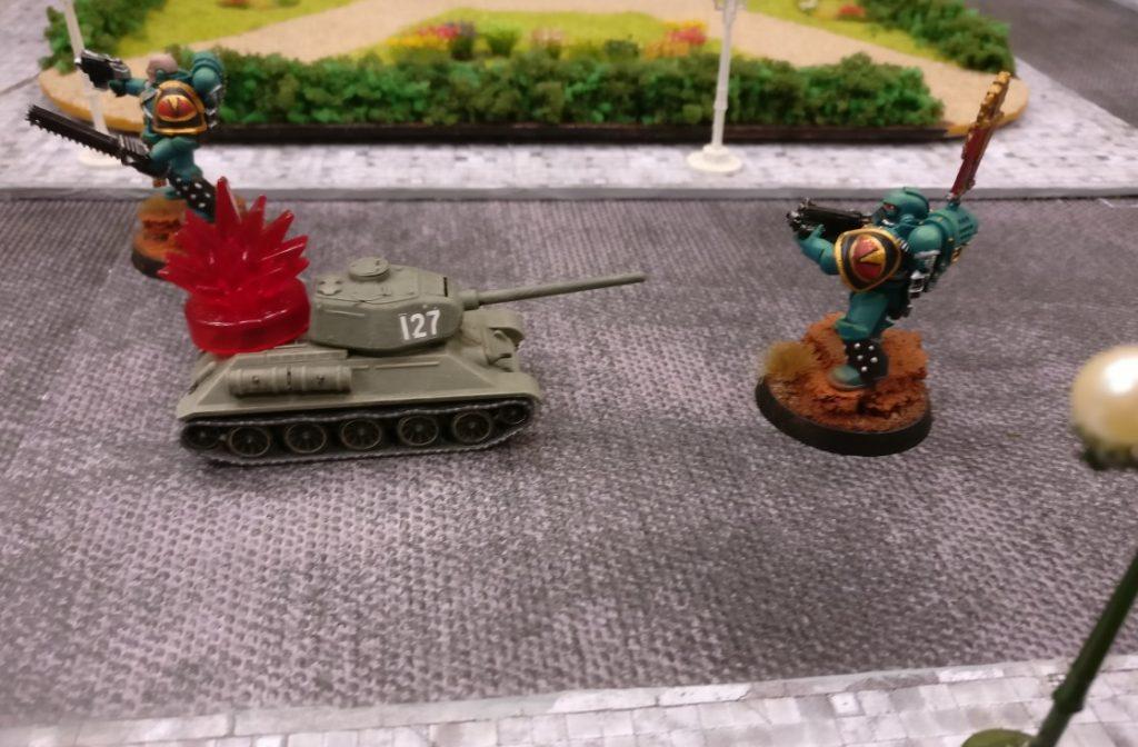 Diesen T-34 haben die Space Marines auf der Königstraße aufgelesen. Er war recht schnell handzahm.