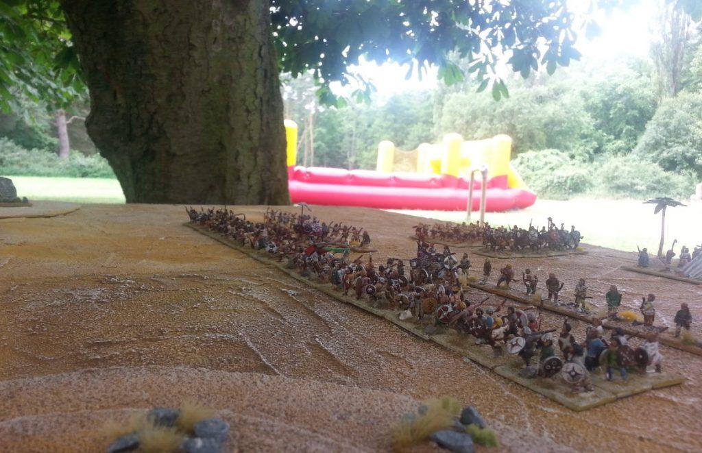 Unser Spieltisch an der Merzenmühle in Langen. DBMM mit den Early Northern Barbarians und den Hopliten von additzen. (Foto: additz)