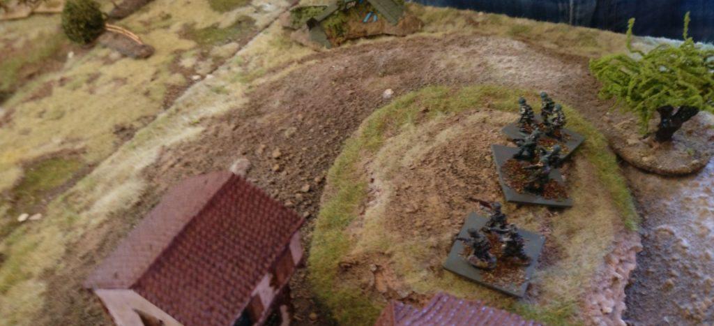 Drei deutsche Rifles auf dem Hügel rechts neben dem Kloster können die Katastrophe nicht mehr abwenden.