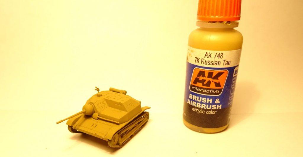 Der Auftrag der Farbe AK 748 7k Russian Tan von AK Interactive erfolgt flächig