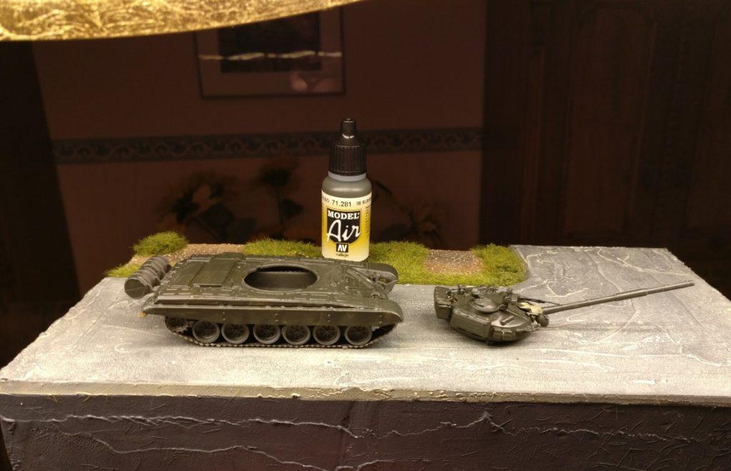 """Der DeAgostini T-72 M1 nach dem Auftrag der """"3B Russian Green"""" von Vallejo. Er glänzt noch ein wenig seidenmatt."""
