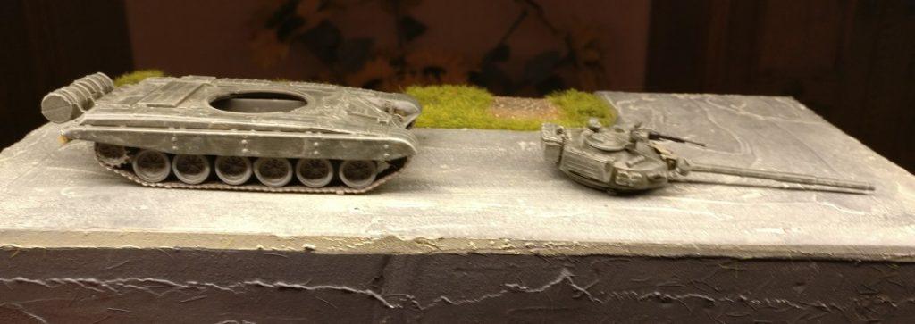 """Das Trockenbürsten mit der Helloliv ist dem DeAgostini T-72 M1 gut bekommen. Auch der Seidenglanz der """"3B Russian Green"""" ist vollständig verschwunden."""