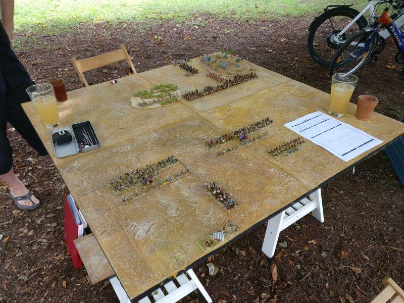 Unser DBMM-Spieltisch im Schatten.