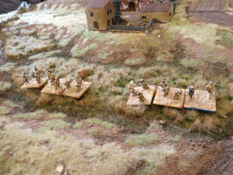 Die Rifles der indischen 3rd/13th Frontier Force liegen noch zwei Felder weit vom Kloster entfernt. Eine ganze Weile fehlen den Rifles die Aktivierungspunkte, um sich dem Kloster zu nähern.