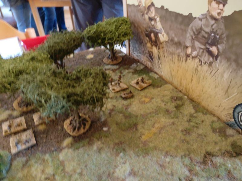 Der Zugführer des 2. Zuges der Inder wird vorziehen und versuchen, das unbesetzte Feld im Kloster zu erstürmen.