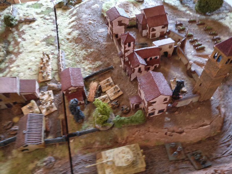 """Der Tiger I und zwei Rifles der Deutschen konnten trotz Möglichkeiten zum """"Opportunity Fire"""" und anschließenden Direktbeschuss die Einnahme der drei Felder nicht verhindern."""