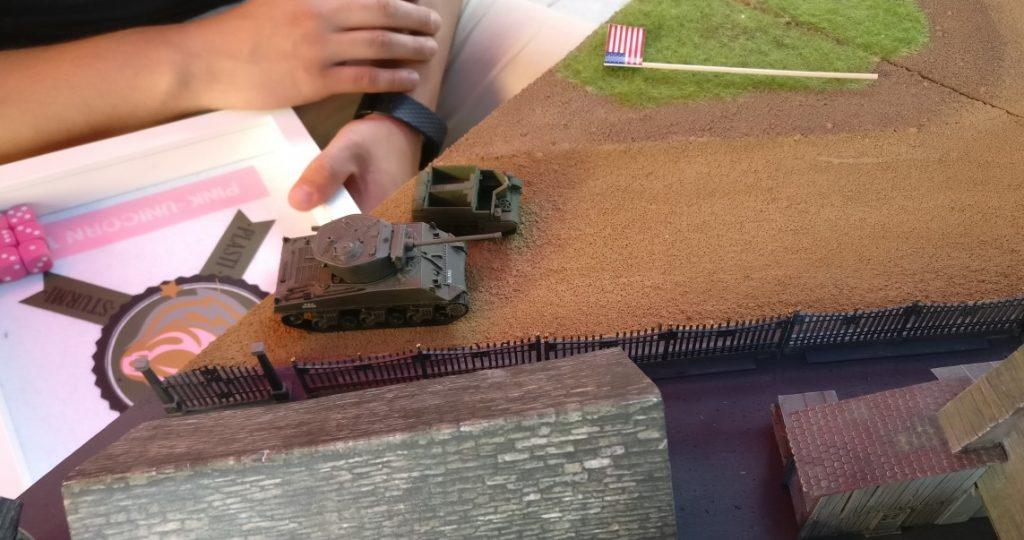 Die Vorhut der Amerikaner. Ein Schörmi und ein Bren-Carrier.
