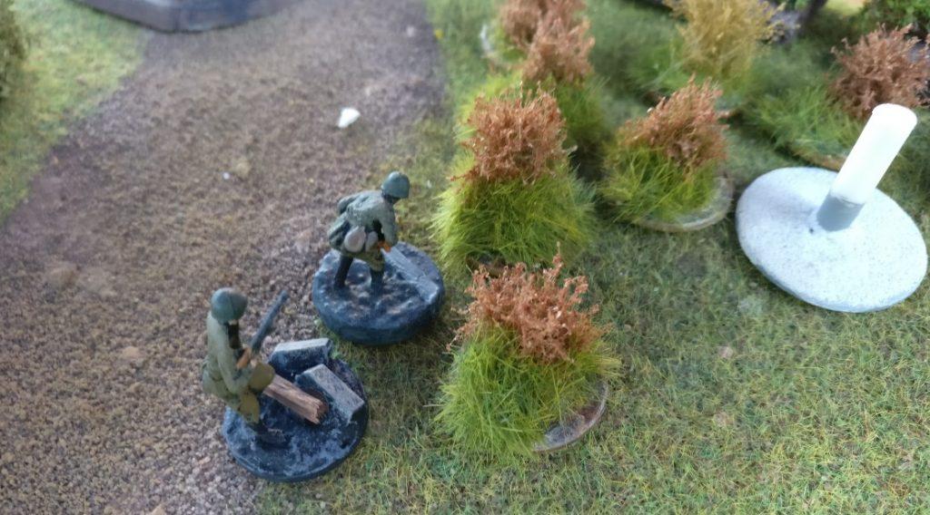 Zwei Frontniks nehmen einen Geländemarker ein.