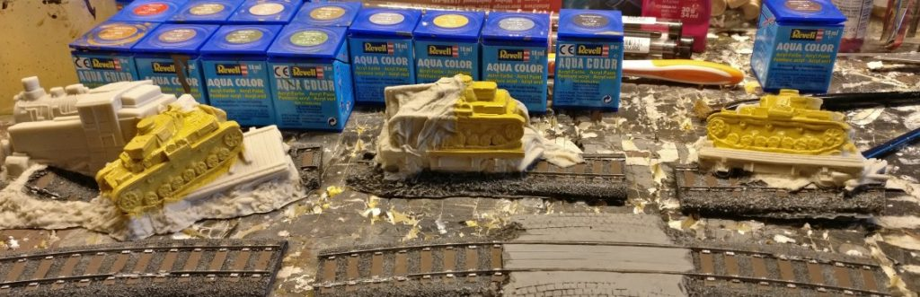 """Der Farbton """"Sand"""" wirkt diekt nach dem Auftrag noch nicht so ganz wie Dunkelgelb. Der schwarze Wash muss noch sein Werk tun."""