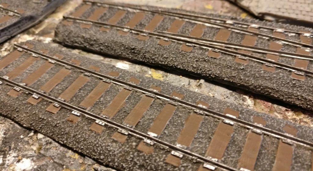 Schienenprofile und Schienenbefestigungen haben ihre Taufe mit Gunmetal (nicht etwa belgisches Bier) erfahren.