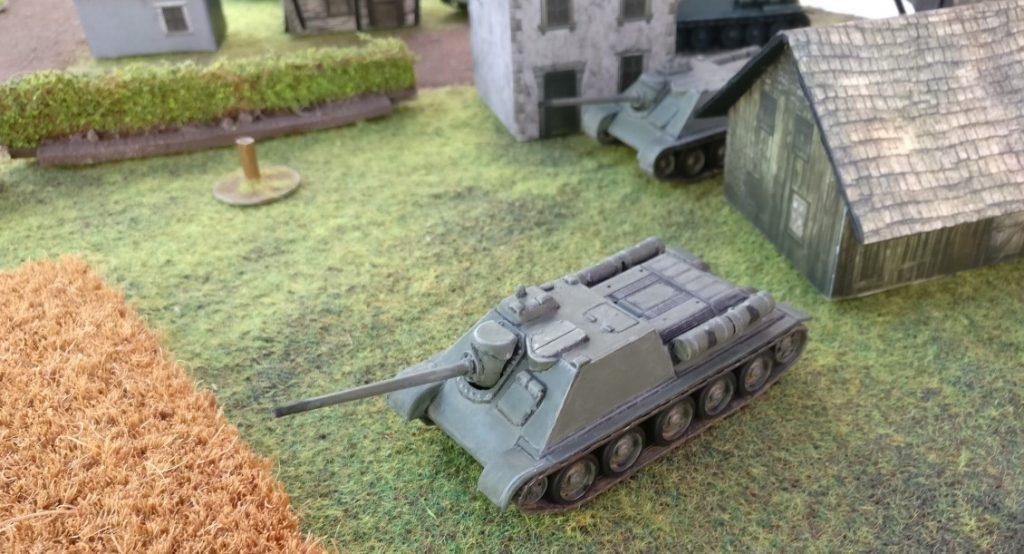 Die 85mm-Wummen der SU-85/SU-85M heizen kräftig ein.