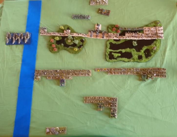 Das DBMM-Schlachtfeld von oben: Julian und seine Sea People in der oberen Hälfte. Meine Early Northern Barbarians in der unteren Hälfte. Man erkennt meine Reserve hinten im  Zentrum.