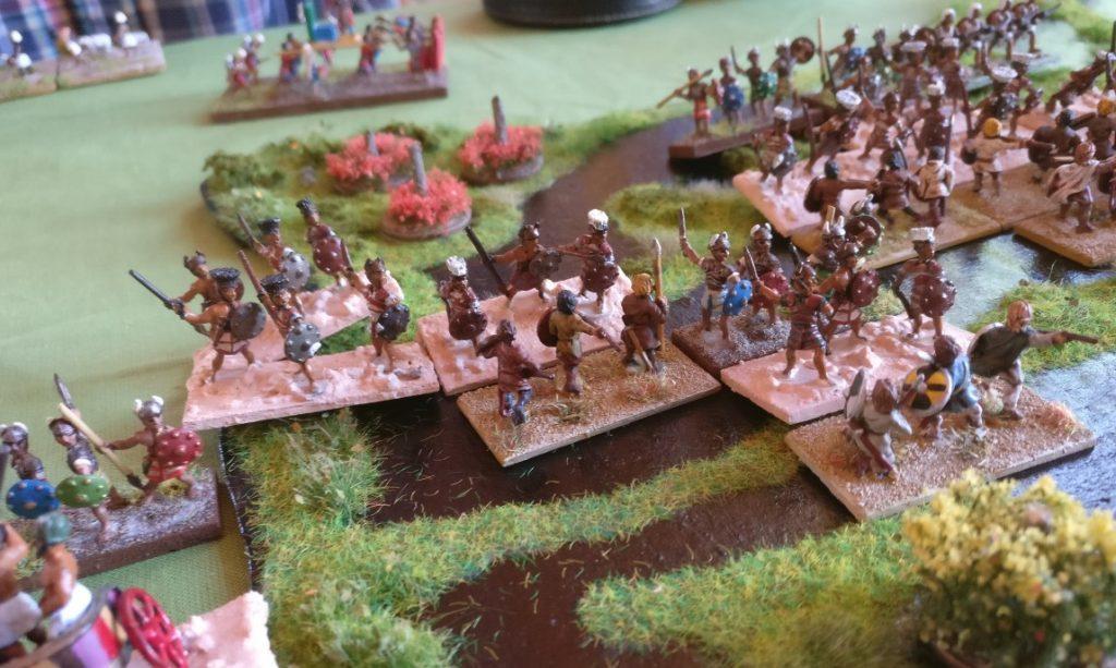 Im Sumpf im Zentrum gab es schwere Gefechte. Man sieht, die   mit viel Versatz operierenden Einheiten.