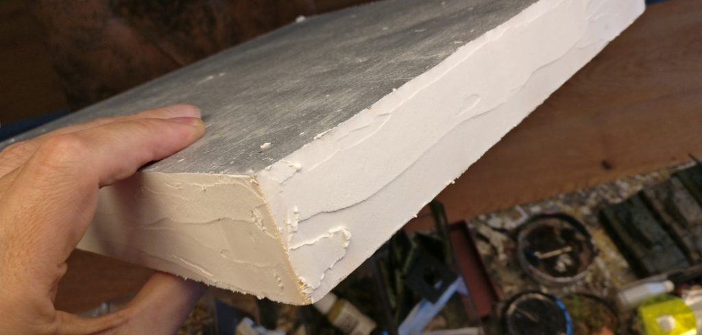 Hier das Resultat. Die Schicht Innenspachtel schützt das darunter liegende Styrodur vor Beschädigungen durch Stöße.