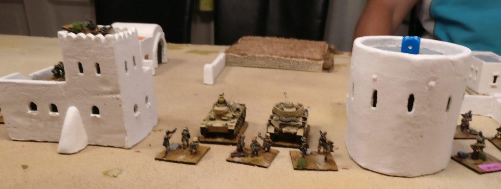 Ein PzKpfWg III und ein PzKpfWg IV mit drei Infanteriebasen.