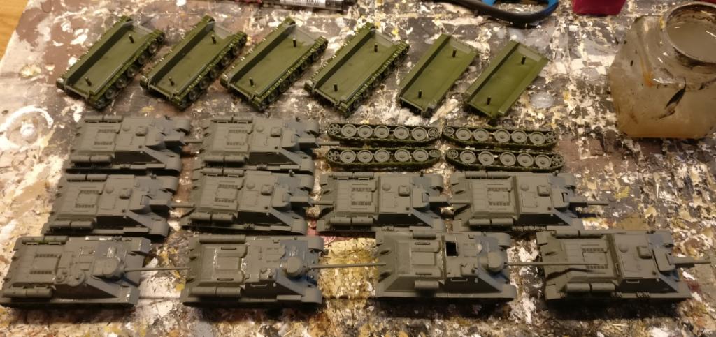 Grundierung erfolgreich: Sieben SU-122 und drei SU-85.