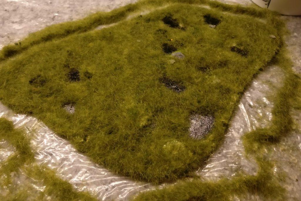 Man erkennt nach dem Entfernen des überschüssigen Grases bereits erste Strukturen.