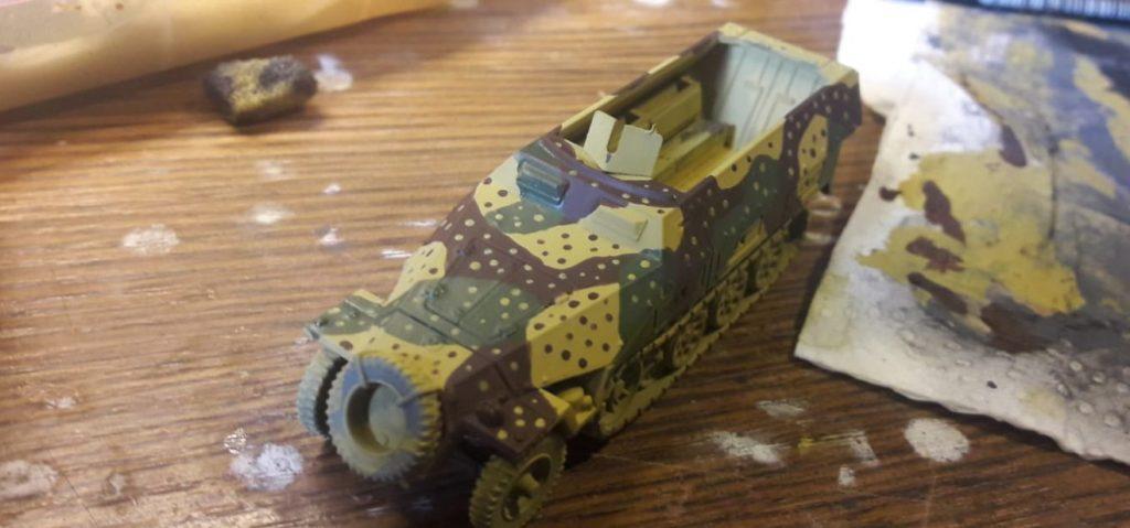 Ein Sd.Kfz. 251/1 Ausf. D in Hinterhalttarn.