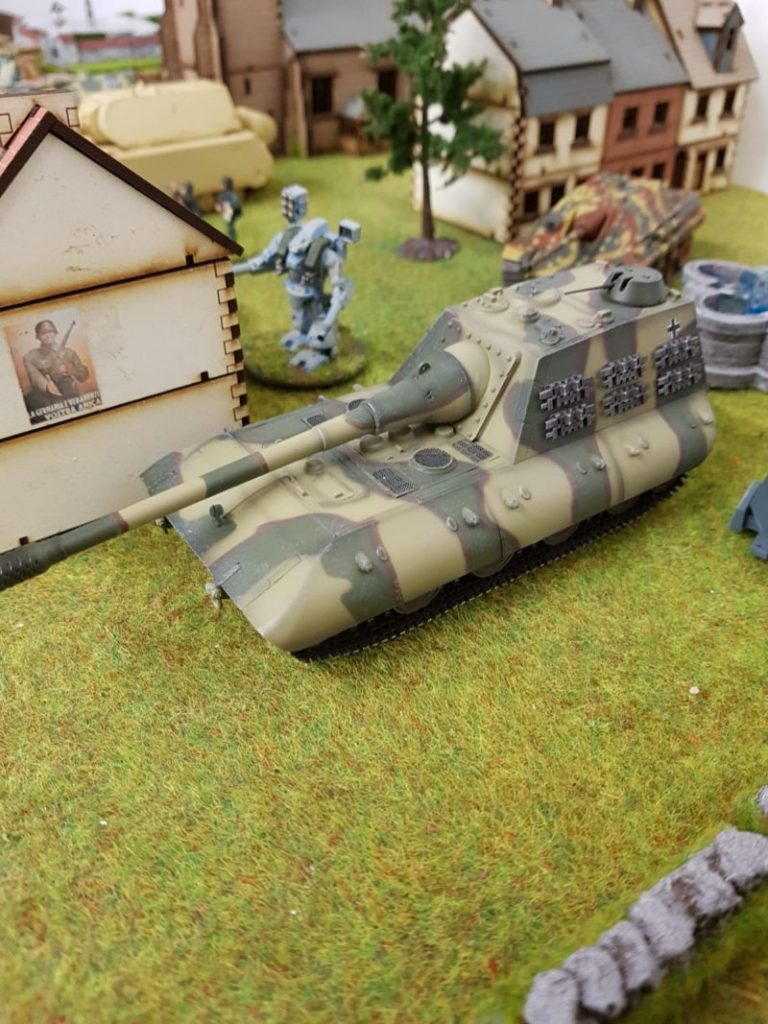 Hier ein fetter Modelcollect AS72099 Jagdpanzer E-100 mit 170mm Kanone