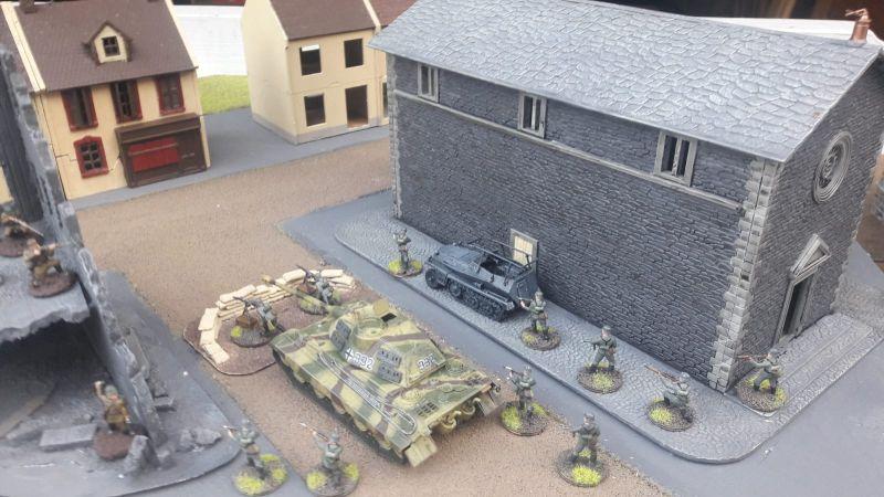 Hier der Stoßtrupp Panzergrenadiere beim passieren der Klarastraße