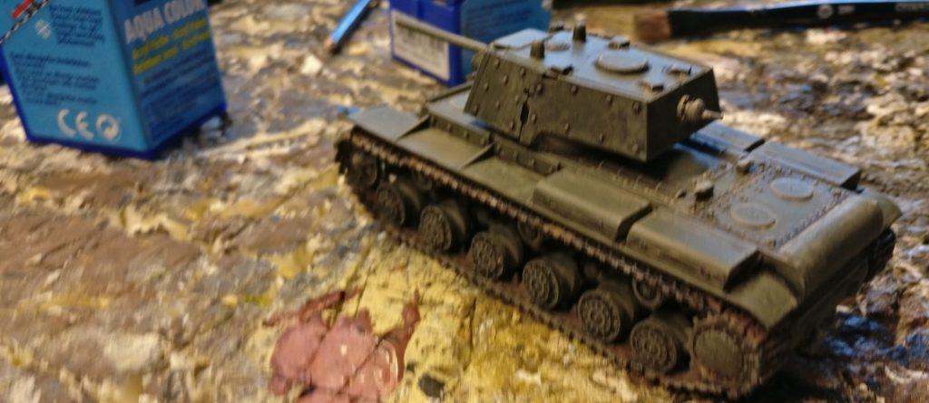 Der KW-1 Modell 1941 nach Trockenbürsten und Auftrag der Bronzegrün.