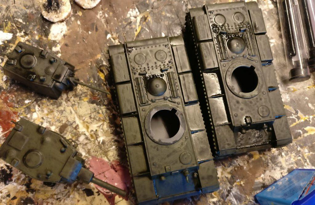 Die anderen beiden KW-Panzer nach Auftrag des Black Wash. Fertigstellen werde ich diese aber ein anderes Mal.