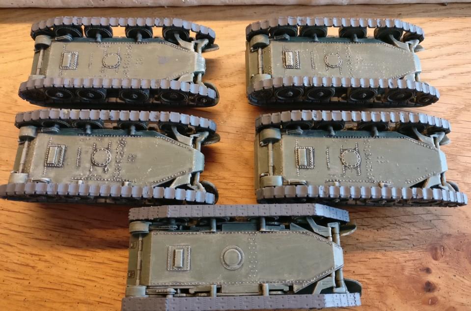 Die Ketten der Pegasus 7673 BT-7 wurden hier mit Panzergrau grundiert.