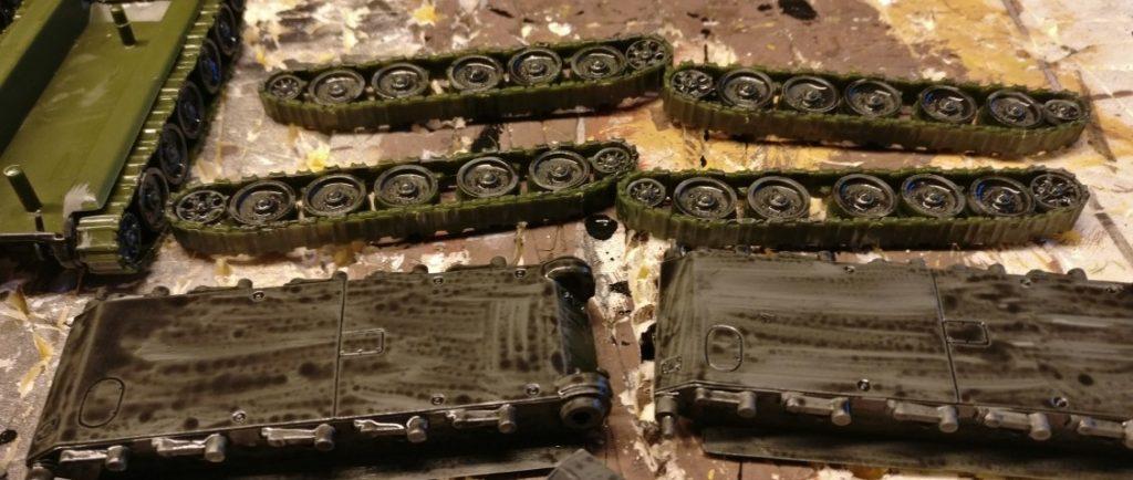 Die Unterseiten der Panzerwanne der Samochodnaja Ustanowka SU-122.