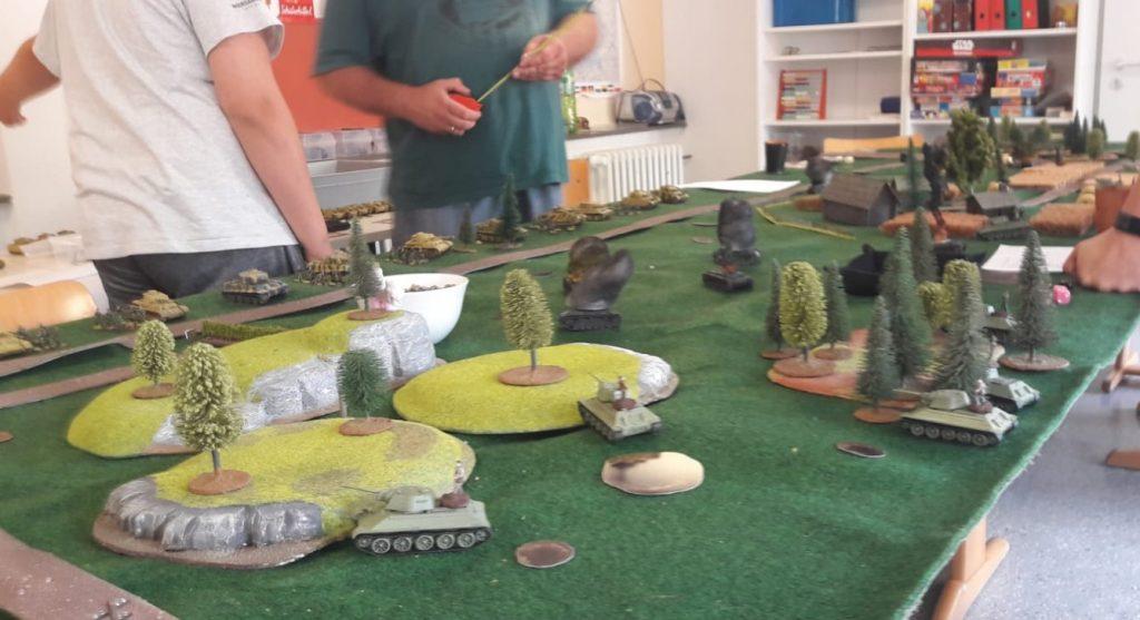 Hier eine Szene zu einem späten Zeitpunkt. Die Rote Armee hat  das Gelände bereits weitgehend eingenommen.