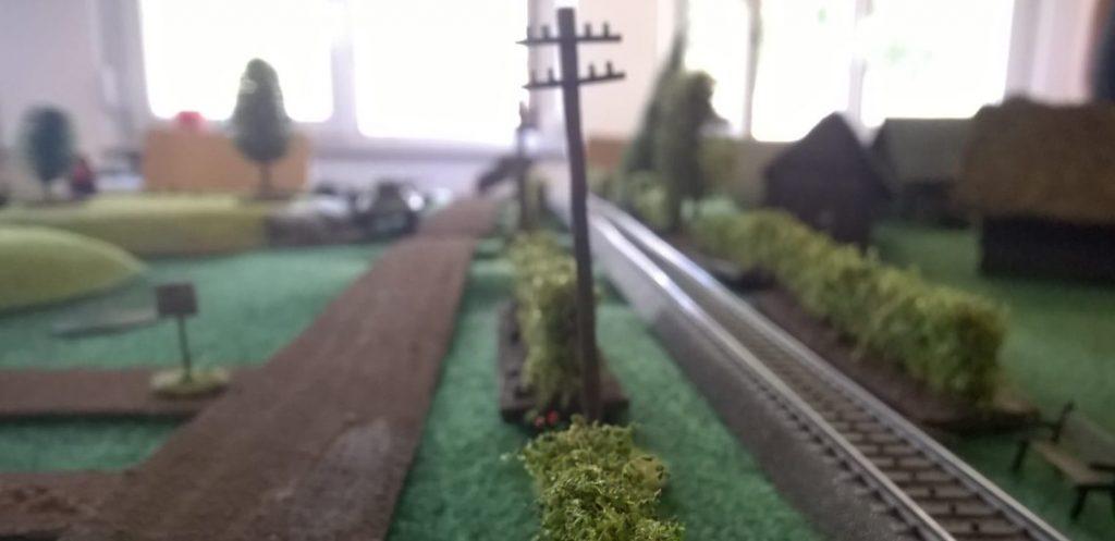 Die Bahnlinie.